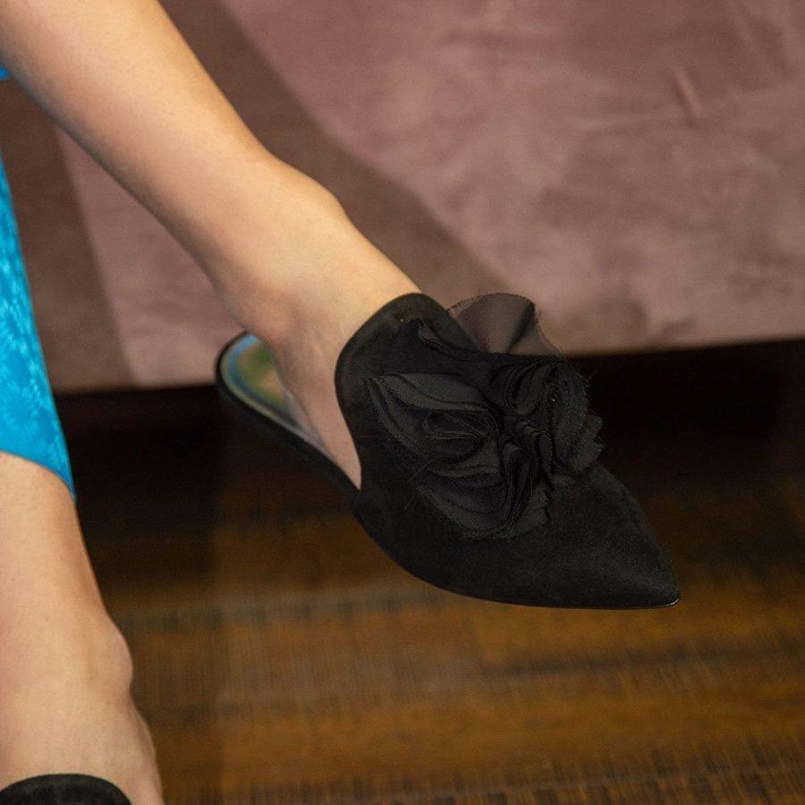 Ciabattina elegante in camoscio colore nero