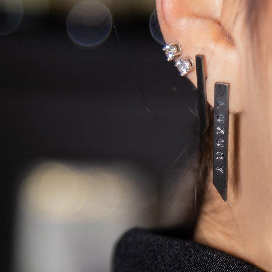 Orecchino Luxury in ottone nero opaco